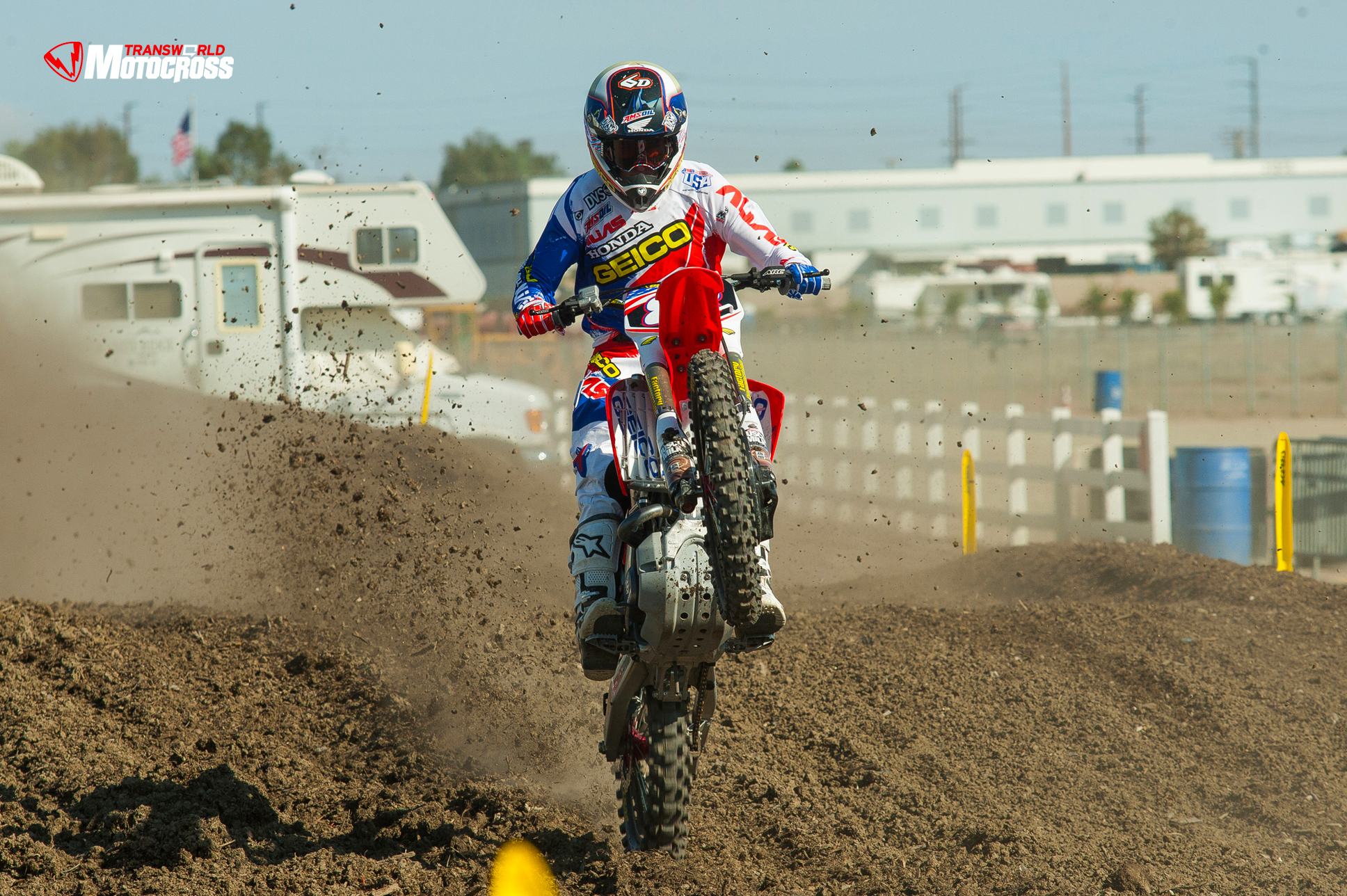 2013_MXON_Preview_Wallpaper_TWMX_334